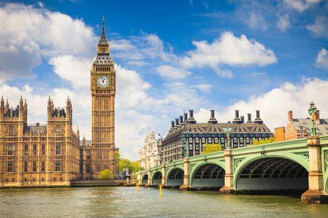 O Big Ben junto ao Palácio de Westminster