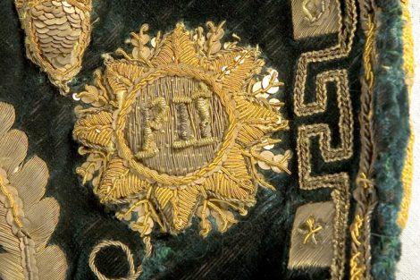 Manto Majestático detalhe Monograma PII